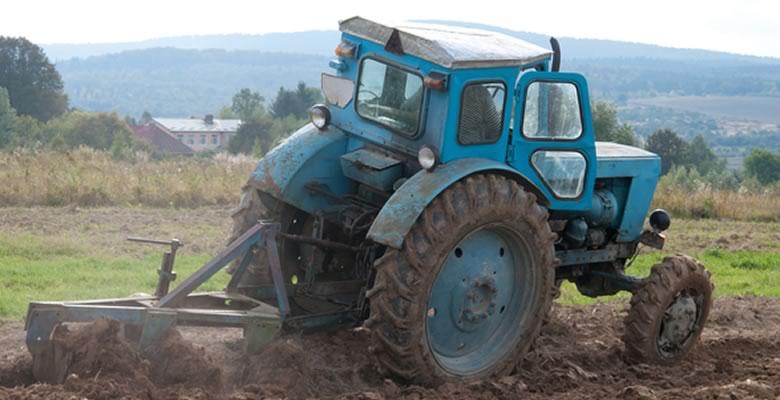 旧型でも現役で活躍する農機具